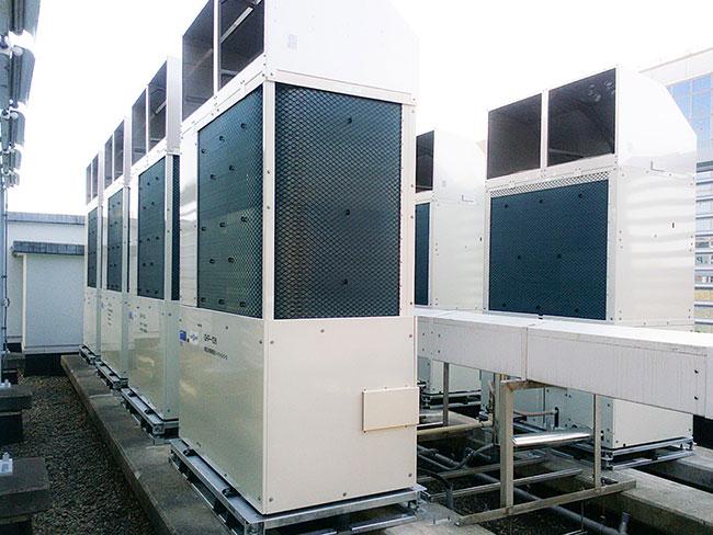 空調設備工事の様子